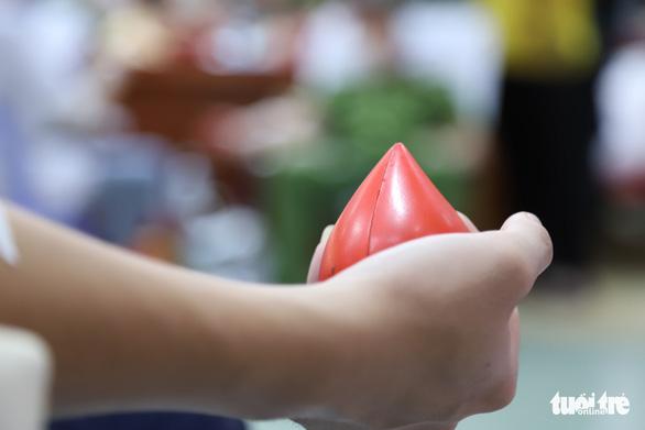 Nghe tin công an tổ chức hiến máu, người dân Đà Nẵng rủ nhau tham gia - Ảnh 3.