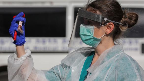 Israel biến nước máy thành chất sát khuẩn chống virus corona - Ảnh 1.