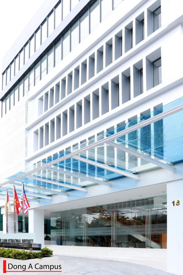 Trường đại học đầu tiên ở Việt Nam đạt kiểm định của Mỹ - Ảnh 1.