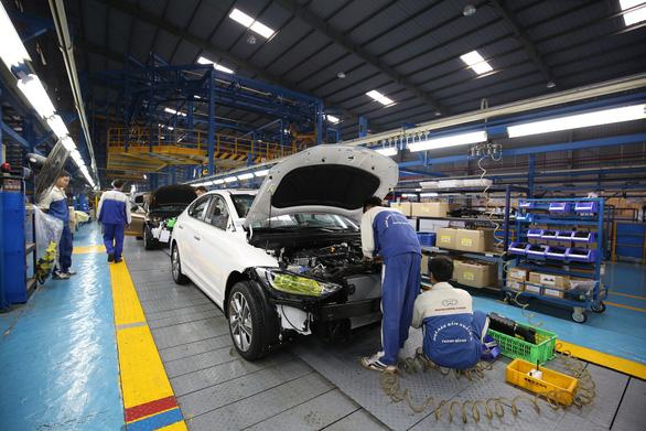 Nhiều hãng xe sản xuất trở lại - Ảnh 1.