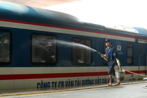 Đường sắt chạy lại nhiều tuyến tàu địa phương - Ảnh 1.