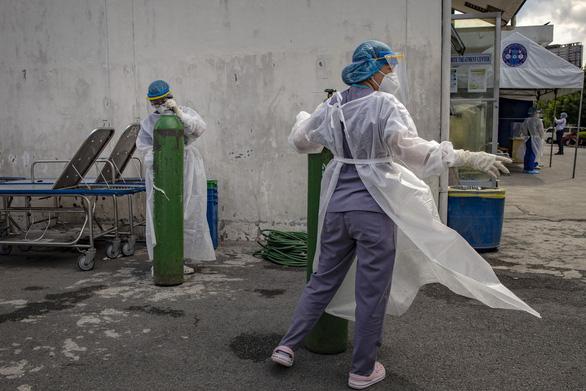Philippines: Đào tạo và xuất khẩu y tá cho thế giới, lại thiếu y tá trong nước - Ảnh 1.