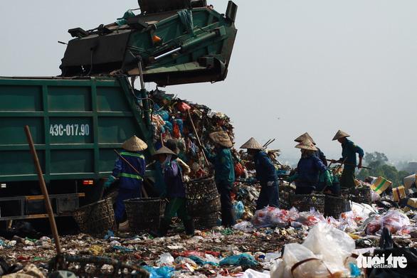 Đà Nẵng thí điểm lắp camera giám sát lên xe thu gom rác - Ảnh 1.
