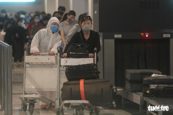 Đón 215 công dân từ Singapore về, cách ly tại Cần Thơ - Ảnh 1.