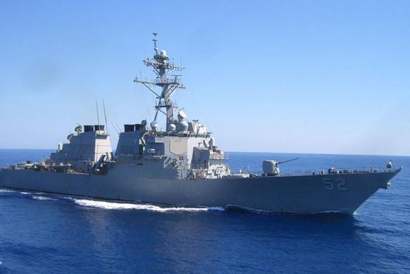 Tàu khu trục tên lửa dẫn đường USS Barry của Mỹ đi qua eo biển Đài Loan - Ảnh 1.