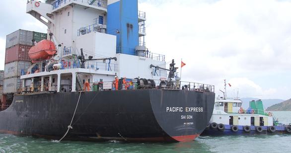 Tìm thấy tàu hàng tông chìm tàu cá, bỏ mặc 3 ngư dân giữa biển - Ảnh 1.