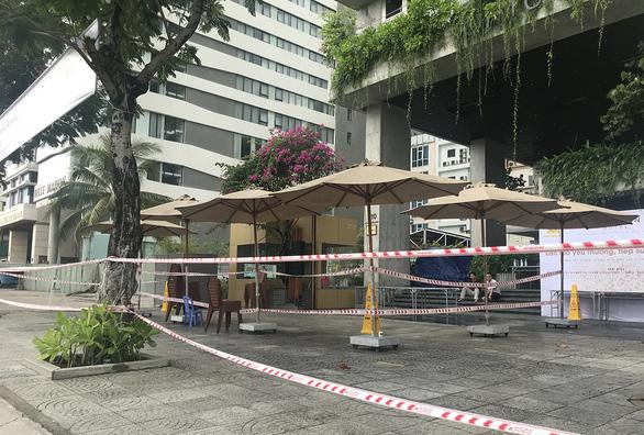 Khách sạn vẫn cửa đóng then cài dù đã được hoạt động trở lại - Ảnh 2.