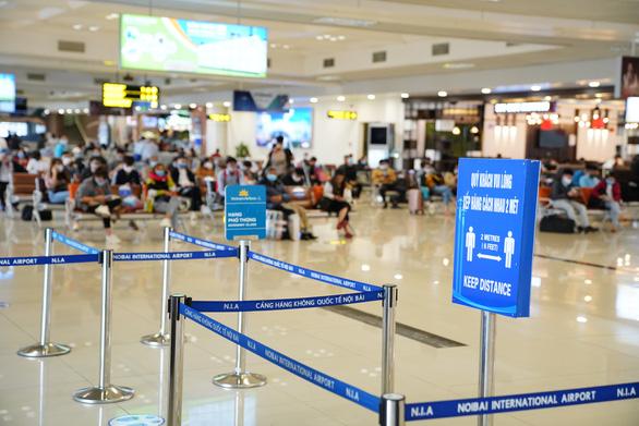 Các hãng hàng không chỉ bán vé chuyến bay được cấp phép - Ảnh 1.