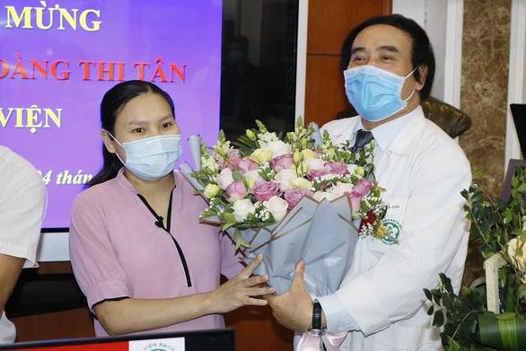 Sản phụ từng ngưng tim 120 phút được xuất viện - Ảnh 1.