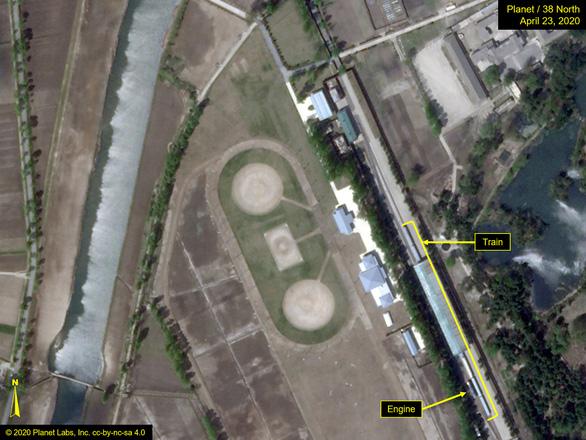 Đoàn tàu riêng của ông Kim Jong Un xuất hiện ở khu nghỉ dưỡng Wonsan - Ảnh 2.