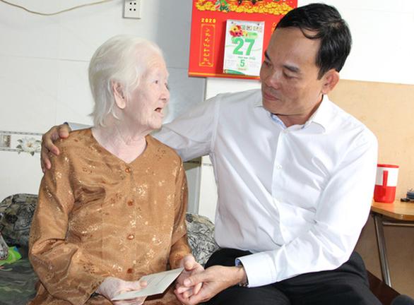 Lãnh đạo TP.HCM thăm cá nhân có thành tích tiêu biểu trong chiến dịch Hồ Chí Minh - Ảnh 1.