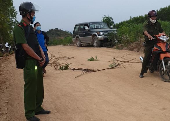 2 nhóm hỗn chiến ở Bình Thuận do mâu thuẫn từ việc làm đường khai thác cát? - Ảnh 1.