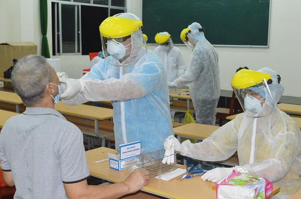 Hàng ngàn người về nước, Việt Nam rốt ráo chặn nguy cơ nhập khẩu nguồn lây - Ảnh 1.