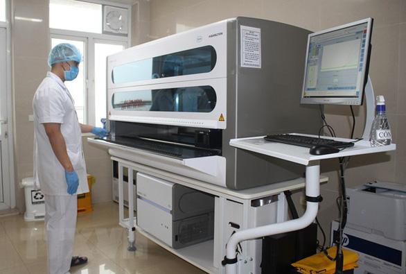 Vụ mua máy xét nghiệm COVID-19: Nhiều nơi nói dùng thử, chưa mua - Ảnh 2.