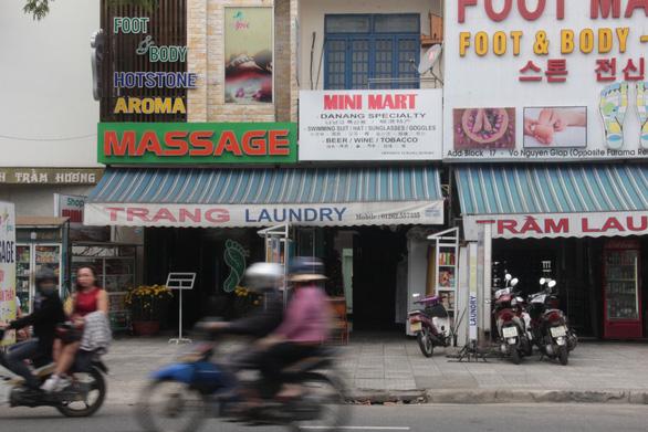 Hà Nội tiếp tục dừng làm đẹp, massage, xem phim, chỉ cho phép cắt tóc - Ảnh 1.