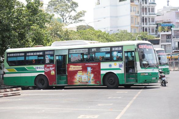 Tuyến xe buýt đầu tiên ở TP.HCM hoạt động trở lại phục vụ dân dịp lễ - Ảnh 1.