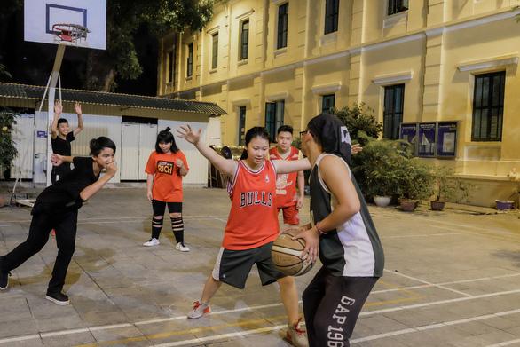 Liên đoàn Bóng đá châu Âu giúp đỡ trẻ em đường phố tại Việt Nam - Ảnh 3.