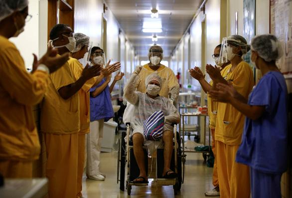 Dịch COVID-19 sáng 28-4: Việt Nam 0 ca nhiễm mới, toàn cầu gần 1 triệu ca hồi phục - Ảnh 4.