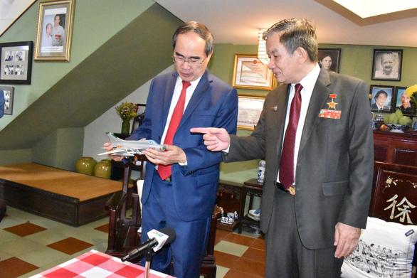 Lãnh đạo TP.HCM thăm Quân khu 7 và các Anh hùng lực lượng vũ trang nhân dân - Ảnh 3.