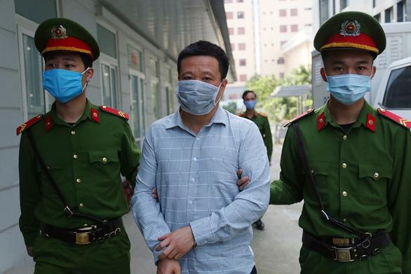 Cựu chủ tịch OceanBank Hà Văn Thắm bị đề nghị thêm mức án 10-12 năm tù - Ảnh 1.