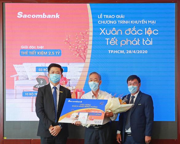Sacombank trao thưởng sổ tiết kiệm trị giá 2,5 tỉ đồng cho khách hàng - Ảnh 1.