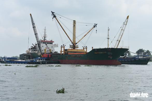 5 tàu sẽ rời cảng Mỹ Thới mang theo hơn 38.000 tấn gạo xuất khẩu - Ảnh 2.