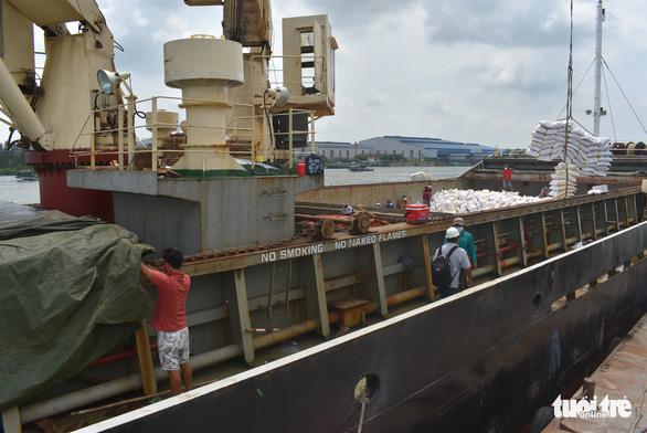 5 tàu sẽ rời cảng Mỹ Thới mang theo hơn 38.000 tấn gạo xuất khẩu - Ảnh 3.