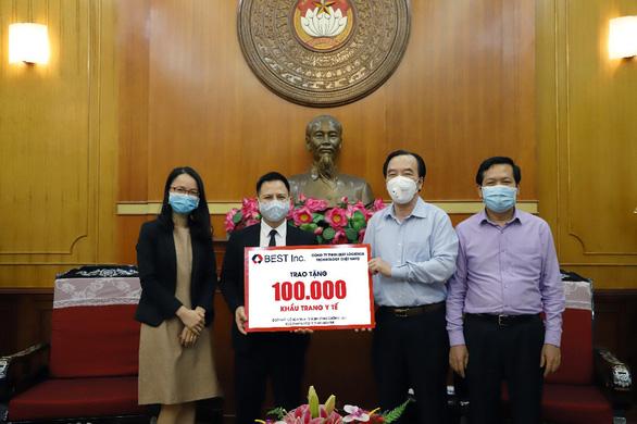BEST Inc. trao tặng 100.000 khẩu trang y tế cho Ủy ban Trung ươngMặt trận Tổ quốc Việt Nam - Ảnh 1.