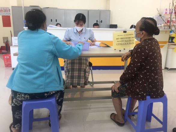 Đà Nẵng bắt đầu chi tiền hỗ trợ COVID-19 - Ảnh 1.