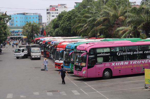 Xe khách liên tỉnh cả nước được chạy lại phục vụ lễ 30-4, 1-5 - Ảnh 1.