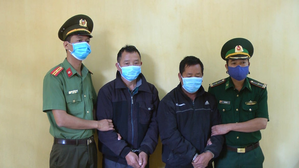 Bắt 2 đối tượng đưa người qua Trung Quốc với phí 500.000 đồng - Ảnh 1.