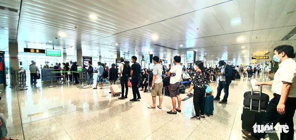 Hàng không tăng tần suất bay dịp 30-4, vé vẫn còn nhiều - Ảnh 1.