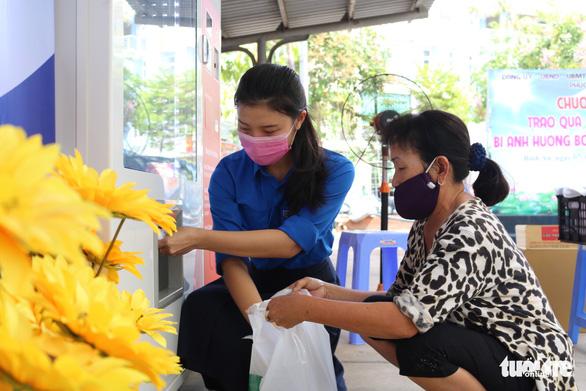 Quét mã QR để lấy quà miễn phí giữa Sài Gòn - Ảnh 2.