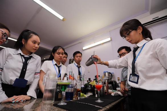 Trường Trung Cấp Việt Giao: Nơi hun đúc đam mê - Ảnh 1.