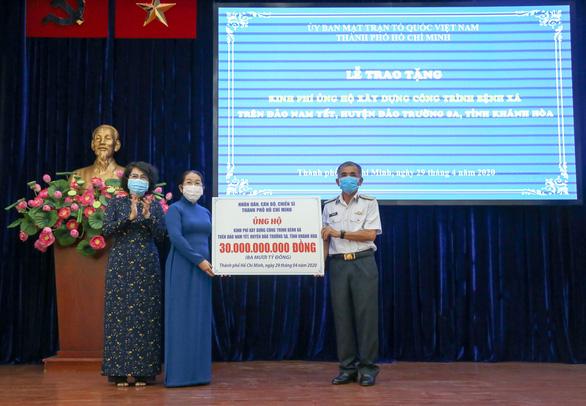 TP.HCM trao 30 tỉ đồng xây dựng bệnh xá trên đảo Nam Yết - Trường Sa - Ảnh 1.