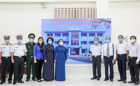TP.HCM trao 30 tỉ đồng xây dựng bệnh xá trên đảo Nam Yết - Trường Sa - Ảnh 2.