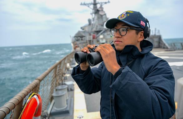 Mỹ bác bỏ việc tàu khu trục USS Barry bị Trung Quốc trục xuất tại Hoàng Sa - Ảnh 1.