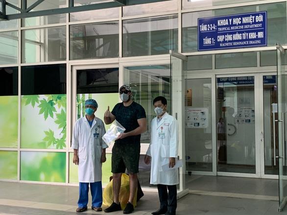 Bệnh nhân người Mỹ nhiễm COVID-19 xuất viện: Cảm ơn Việt Nam đã cứu tôi - Ảnh 1.