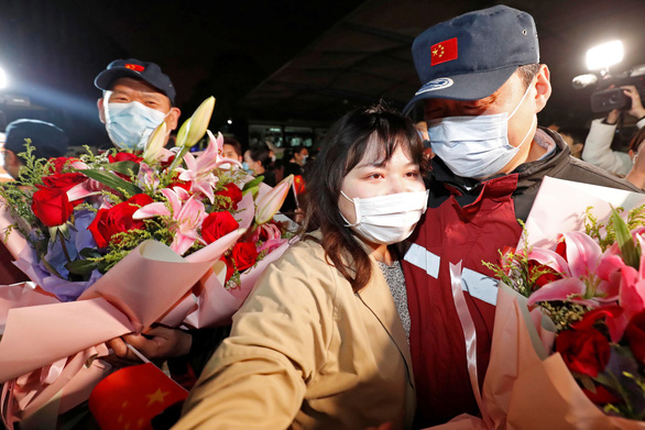 Trung Quốc vừa mừng vừa lo về COVID-19 - Ảnh 1.