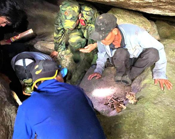Tình cờ phát hiện nhiều hài cốt liệt sĩ trong hang sâu tại núi Đồng Bò - Ảnh 3.