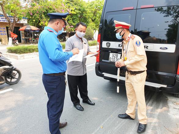 Quảng Nam lập chốt kiểm soát không phải ngăn sông cấm chợ - Ảnh 2.