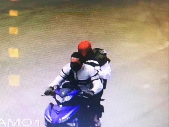 Hai thanh niên cướp ngân hàng: túng tiền, rao bán xe trên mạng - Ảnh 2.