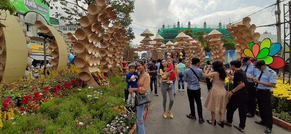 Sở Tài chính Cần Thơ đề nghị xã hội hóa 6,5 tỉ đồng làm đường hoa xuân - Ảnh 1.