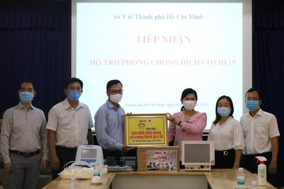 Cùng Tuổi Trẻ chống dịch COVID-19: Tặng thêm 7 máy thở cho các bệnh viện - Ảnh 2.