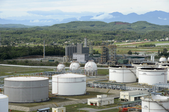 Nhà máy lọc dầu Dung Quất tính chuyện tạm dừng sản xuất - Ảnh 1.