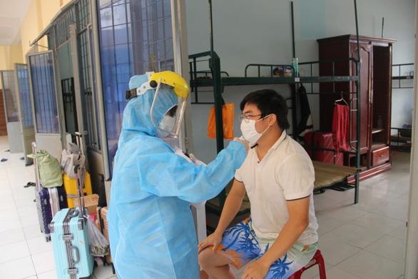 18 trường hợp ở Đà Nẵng liên quan đến Bệnh viện Bạch Mai đều âm tính với virus corona - Ảnh 1.