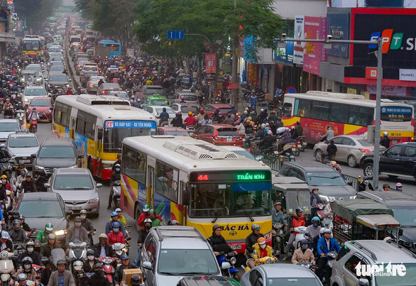 Hà Nội bố trí 100 xe buýt đưa người cách ly về địa phương - Ảnh 1.