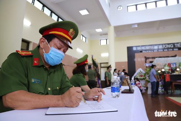 Thăng cấp bậc hàm hai cán bộ, chiến sĩ công an ở Đà Nẵng hi sinh - Ảnh 2.