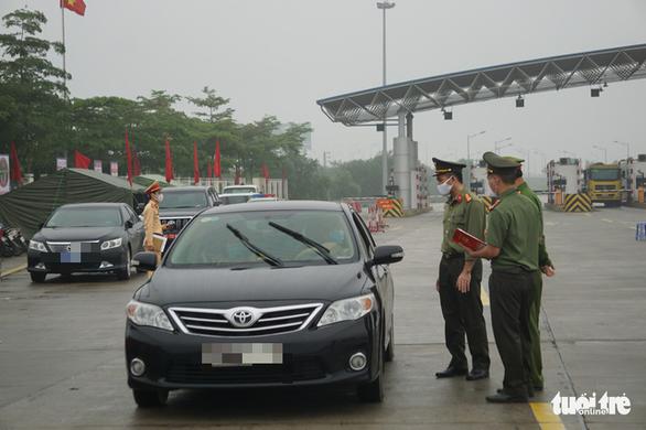 Thủ tướng xuất cấp vật tư, trang thiết bị cho Bộ Quốc phòng chống dịch COVID-19 - Ảnh 1.