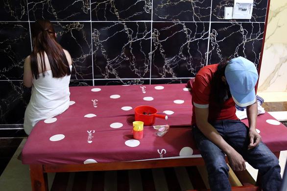 Cơ sở massage kích dục ở Đồng Nai vẫn hoạt động bất chấp lệnh cấm - Ảnh 2.